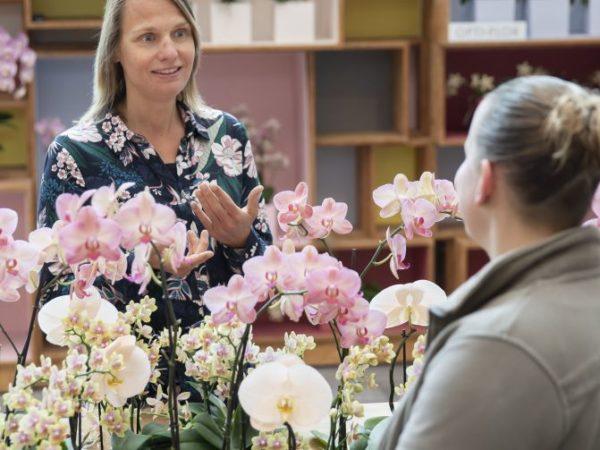 Miranda van Beek in bloemenwinkel