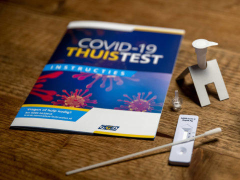 COVID-19 zelftest met instructieboekje